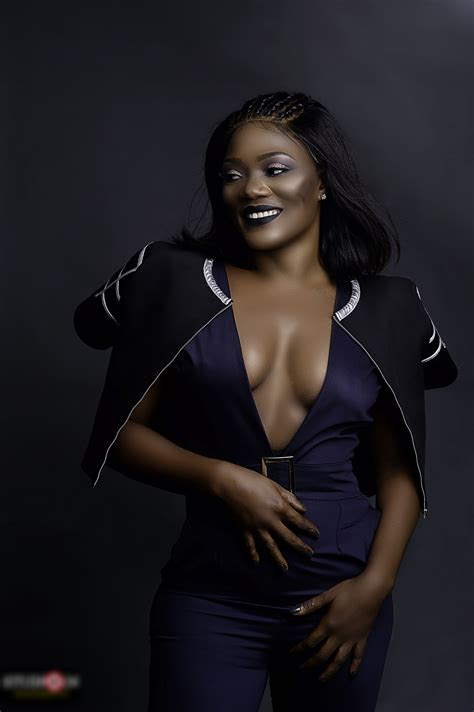 Bayray Mcnwizu Releases Sexy, Sultry & Enchanting Pictures