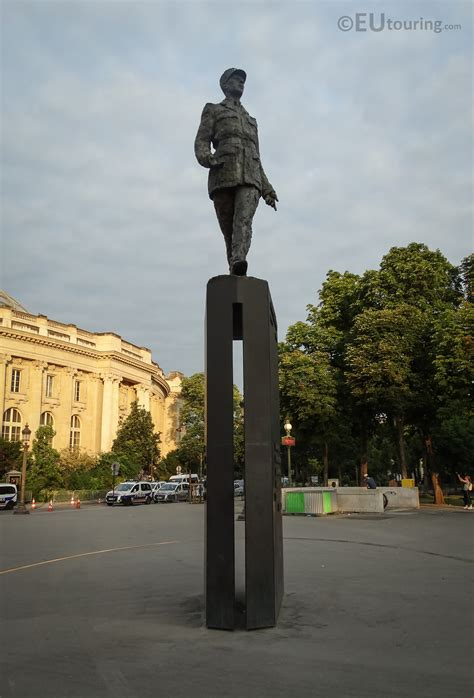 Photos of Charles de Gaulle statue at Place Clemenceau