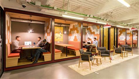 Business centers and coworking spaces: now two sides of