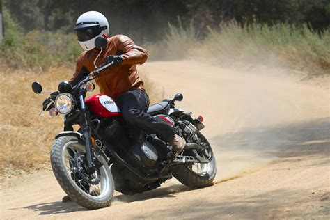 2017 Yamaha SCR950 First Ride Review   9 Fast Facts