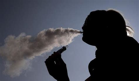 Pregnant Women Who Smoke Electronic Cigarettes May Risk