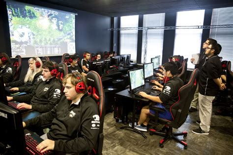 College e-sports have lots of players, but lack the